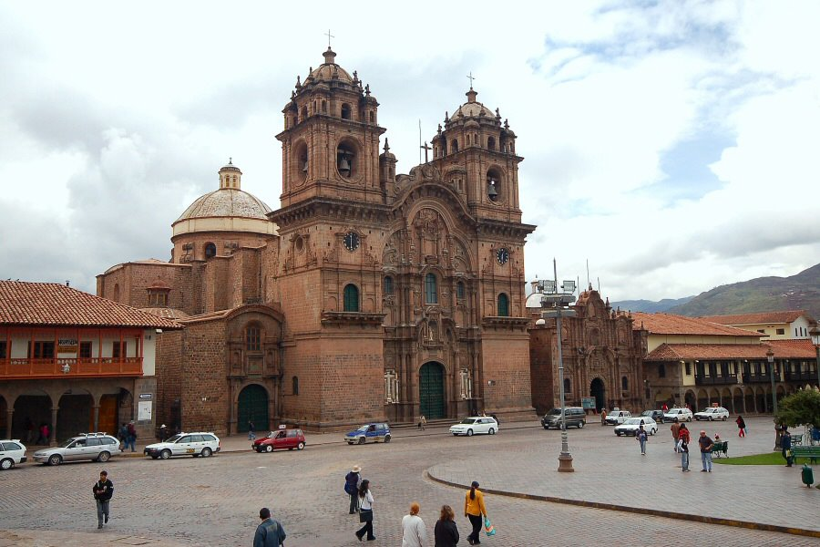 Cuzco Peru - ExplorationVacation 2005-12-29_08_43_02%20Cathedral%20on%20square