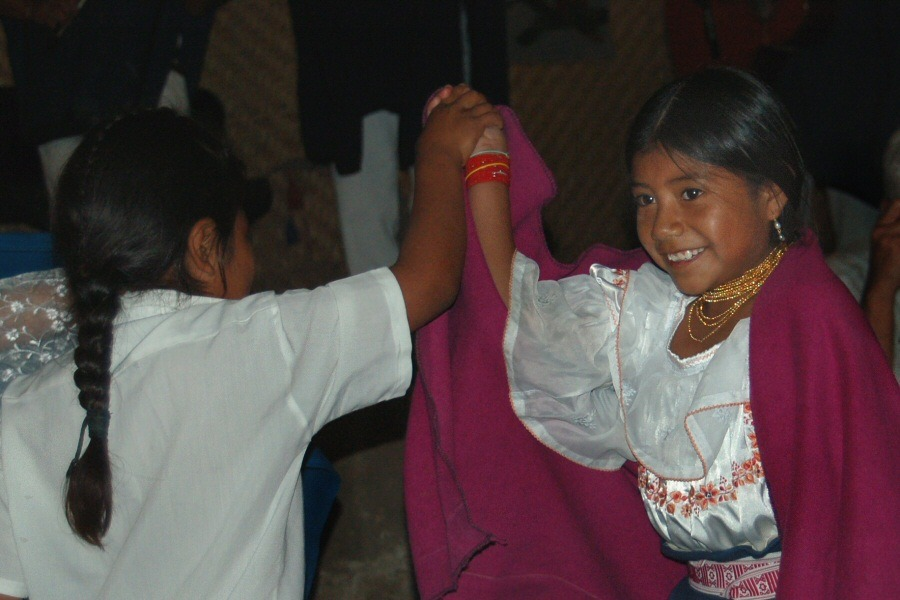 Little dancers Ecuador -ExplorationVacation 2006-01-03_14_12_59