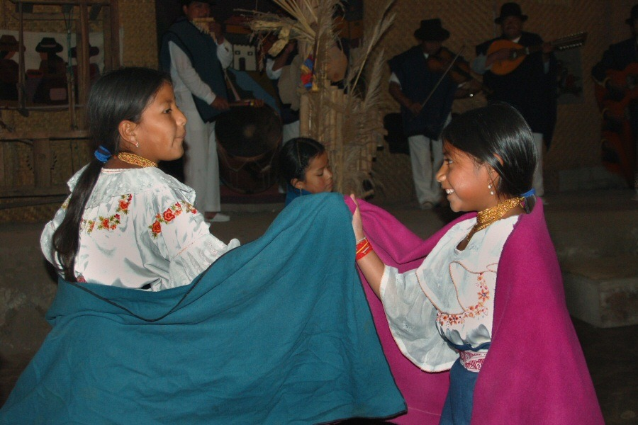 Little dancers Ecuador -ExplorationVacation 2006-01-03_14_13_08