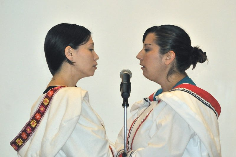 Inuit throat singers Charlotte Qamaniq and Kendra Tagoona perform at the Inuit Art Society meeting in Indianapolis, Indiana - ExplorationVacation