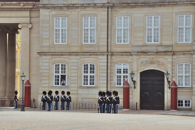 Changing of the guard at Amalienborg Slot royal palace in Copenhagen, Denmark - ExplorationVacation.net 16-DSC_2372