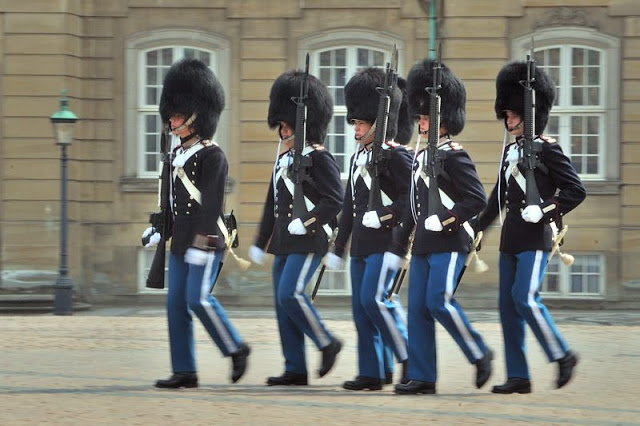 Changing of the guard at Amalienborg Slot royal palace in Copenhagen, Denmark - ExplorationVacation.net 18-DSC_2378