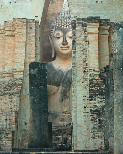 giant stone Buddha