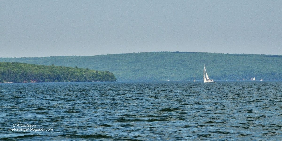 July+4+-+1+DSC_3298+under+sail+on+Lake+Superior+Apostle+Islands