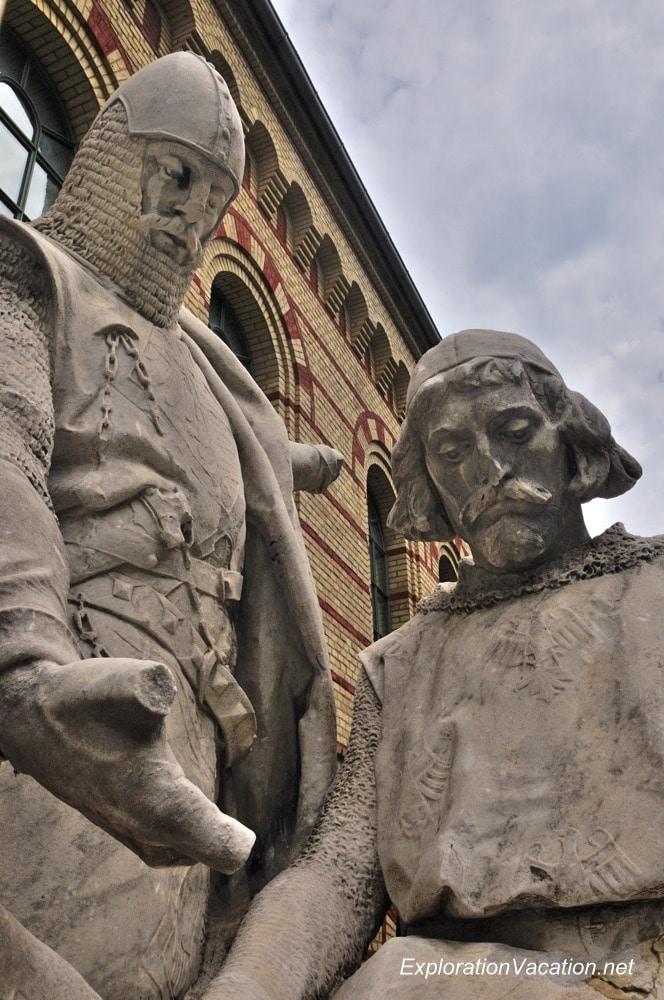 Victory Ave statues 14 Spandau DSC_7799