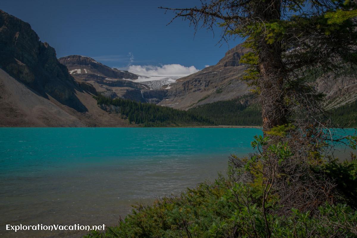 Bow Lake near Num-Ti-Jah Lodge, Banff park in Canada - ExplorationVacation.net