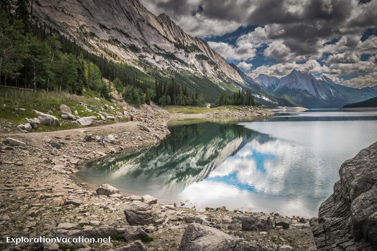 Medicine Lake in Jasper NP, Canada - ExplorationVacation.net
