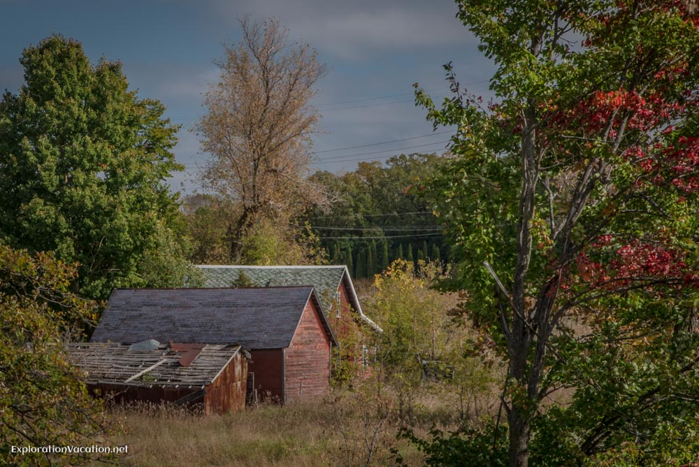 Barns near the Goose Creek Rest Area in Minnsota - ExplorationVacation.net