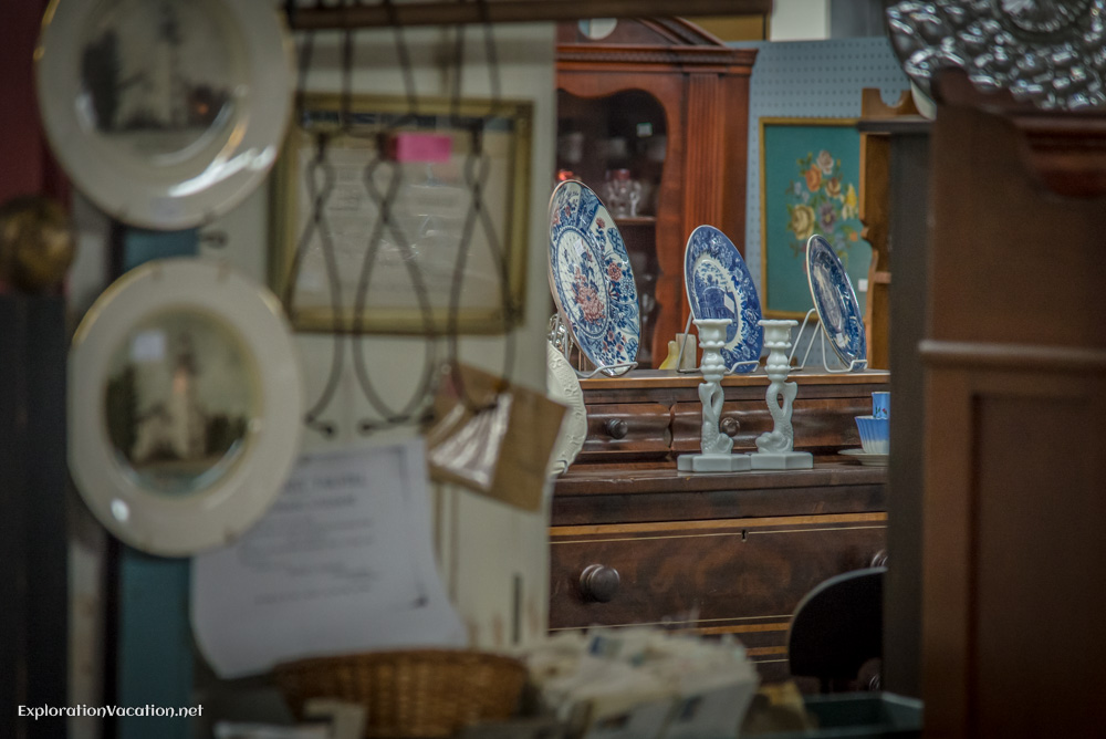 Antique shop in Townsend Massachusetts - ExplorationVacation - ExplorationVacation.net