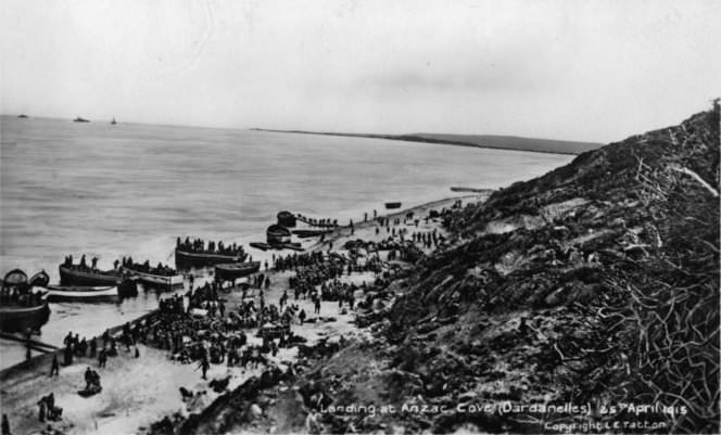Landing at Anzac Cove - photo by LE Tatton from the collection of the National Library of New Zealand