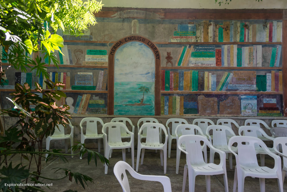empty chairs in the courtyard at the Merida English Library