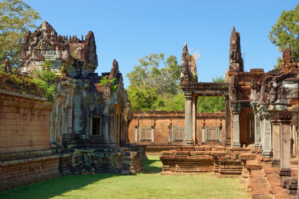 laterite walls Banteay Samre Cambodia - ExplorationVacation
