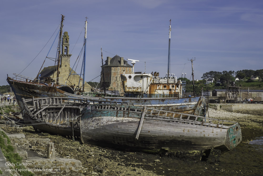 Old boats in Brittany - www.ExplorationVacation.net