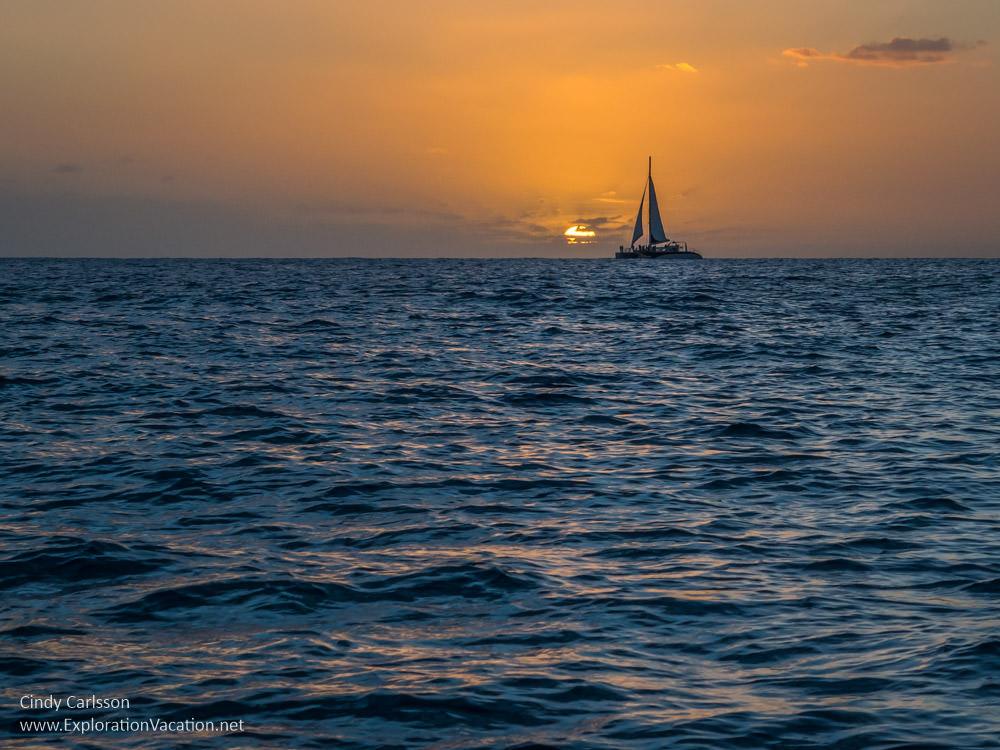 photo of sunset along Waikiki Beach in Honolulu Hawaii by ExplorationVacation.net