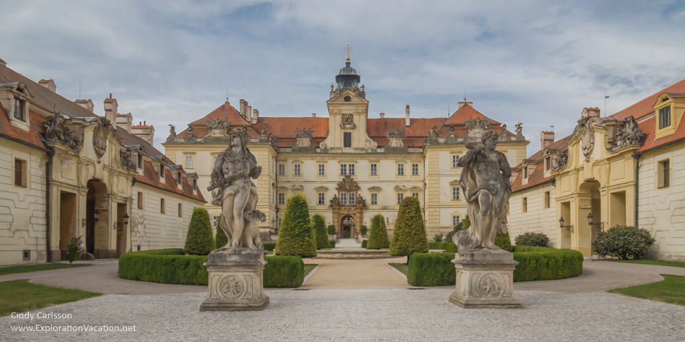 panoramic view of a Baroque palace with statues and fountains