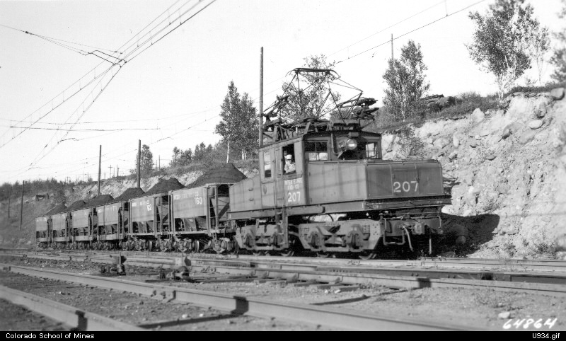 vintage black and white picture of a 1930s era electric locomotive
